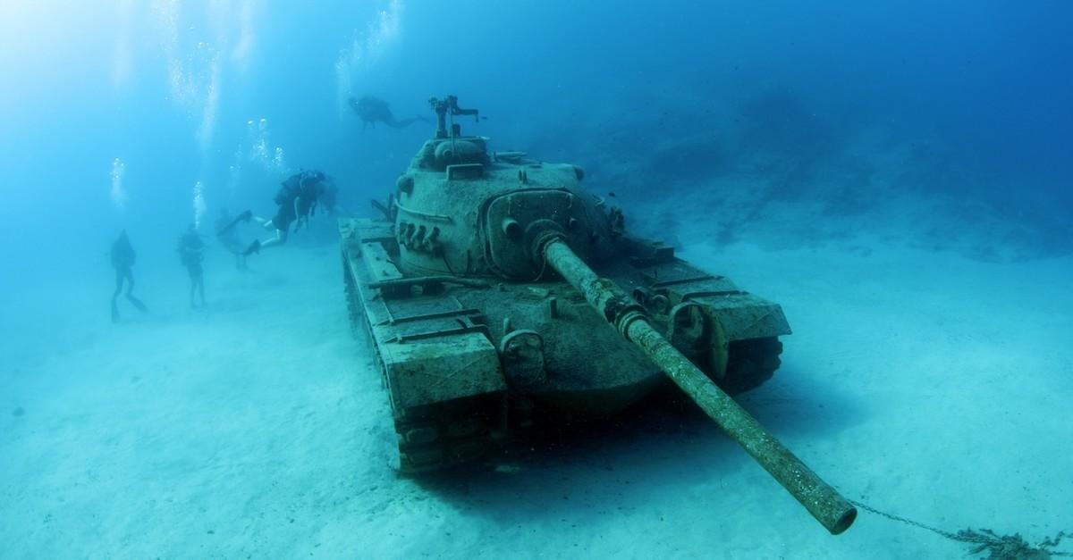 Tanque guerra hundido (marina)